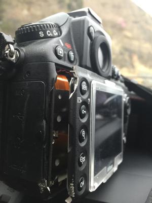 カメラ割れる